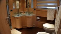 Yacht WELL DONE -  Master Bathroom