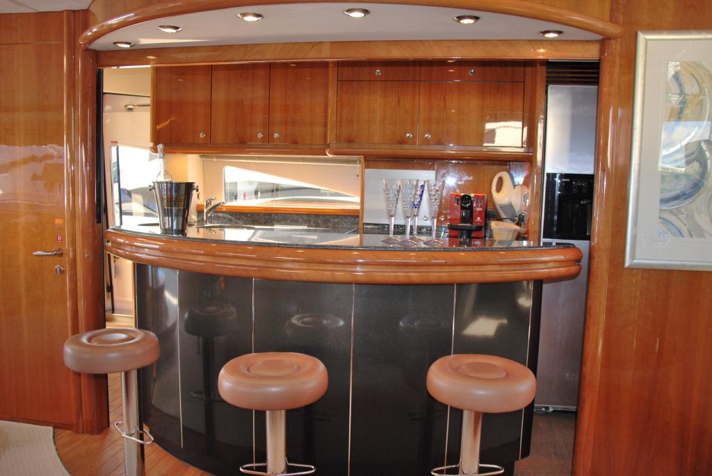 yacht winning streak salon bar luxury yacht browser by charterworld superyacht charter. Black Bedroom Furniture Sets. Home Design Ideas