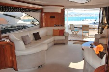 Yacht WINNING STREAK -  Salon looking Aft
