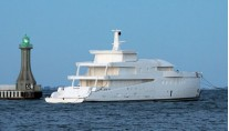amels-5503-stern - photo credit Dutch Mega Yachts