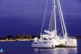 catana-52-moored