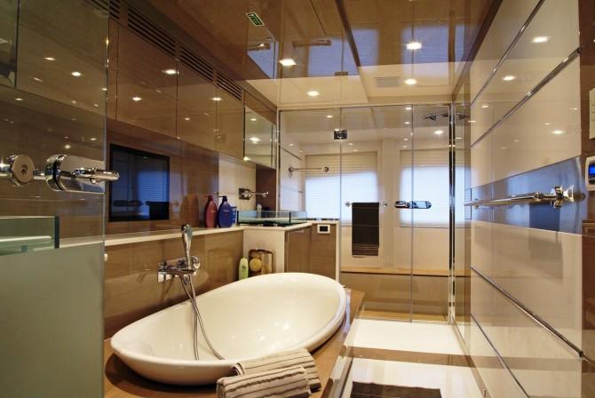 Motor Yacht NOOR Master bathroom