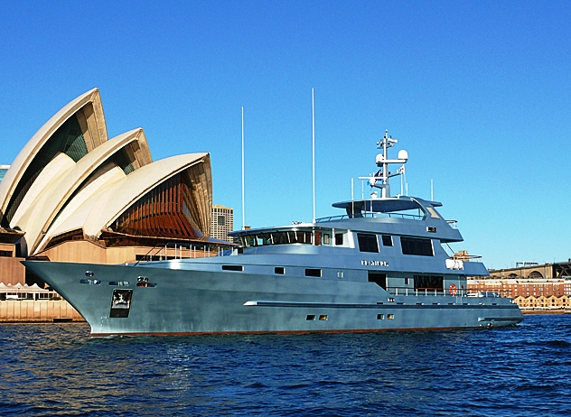 Motor yacht PLATINUM