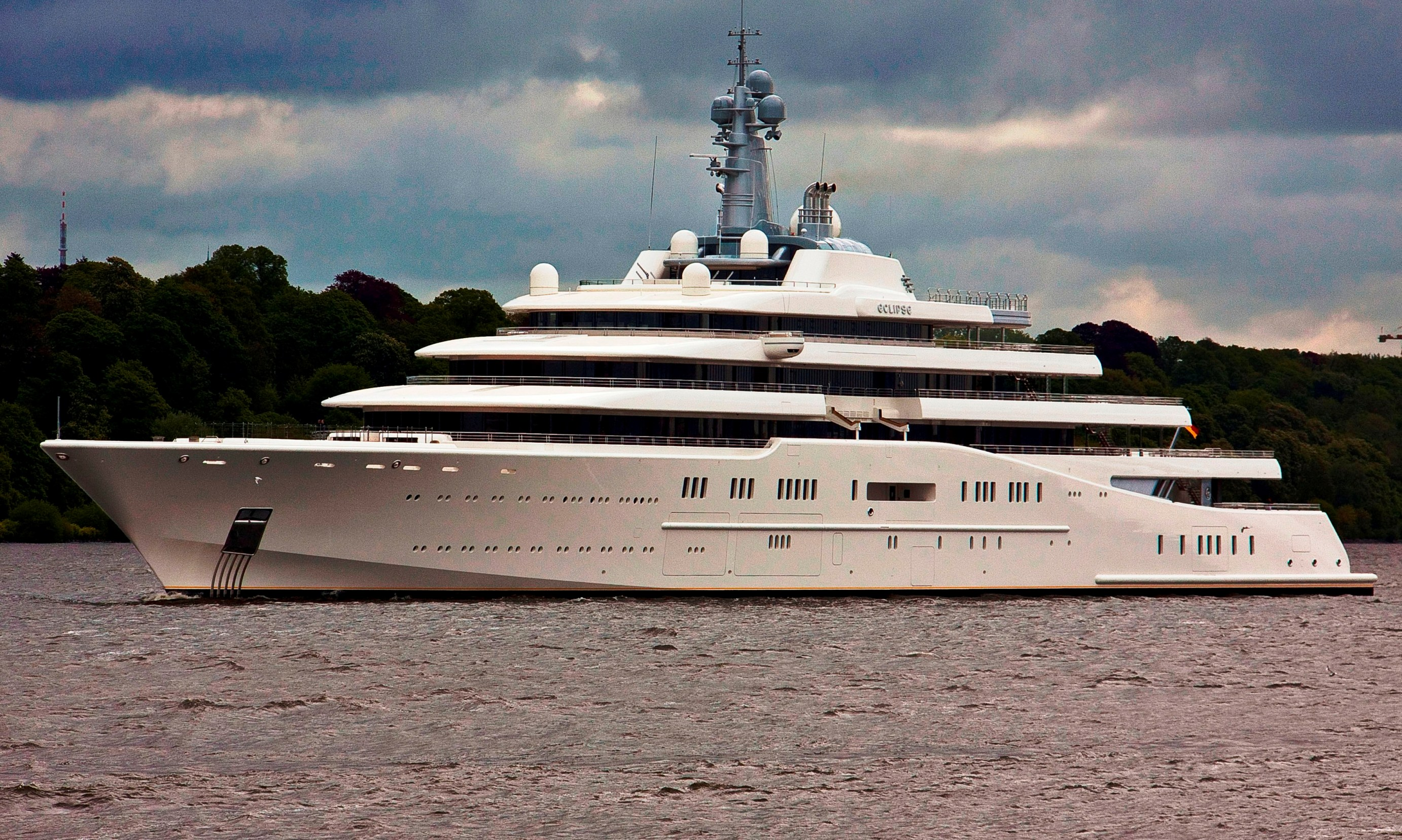 Superyacht eclipse owned by roman abramovich is the for Largest private boat