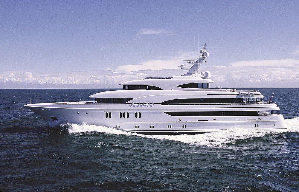 Superyacht phoenix image courtesy of lurssen yacht for Lurssen yacht genova