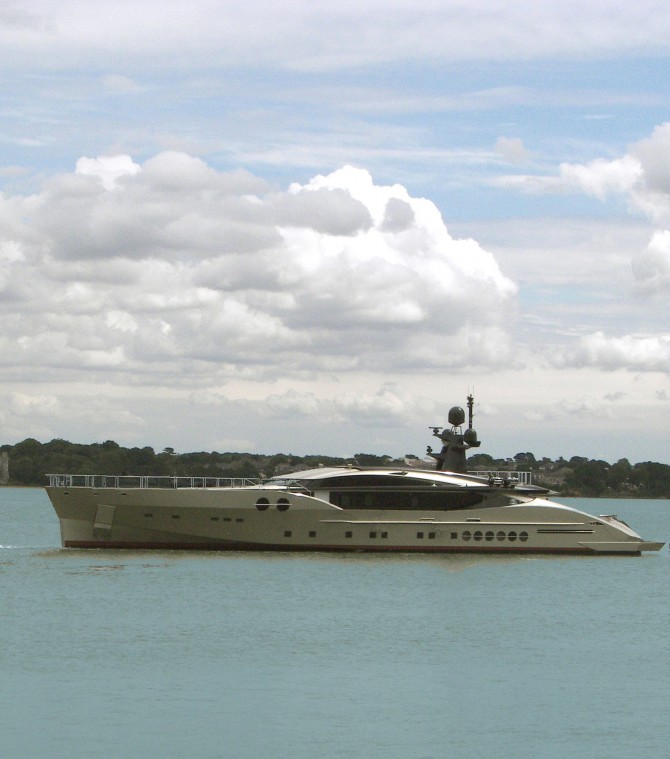 PJ-501 Mega Sport Yacht in water