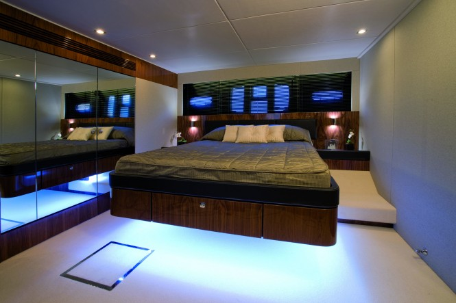 Fairline Squadron 65 motor yacht Master Cabin