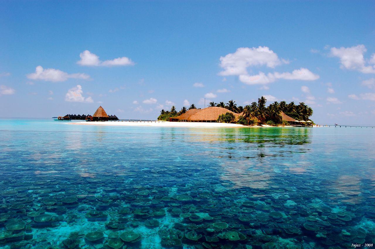 diaforetiko.gr : Maldives Τα 30 ομορφότερα νησιά του κόσμου – Ανάμεσα τους και η δική μας Σαντορίνη!