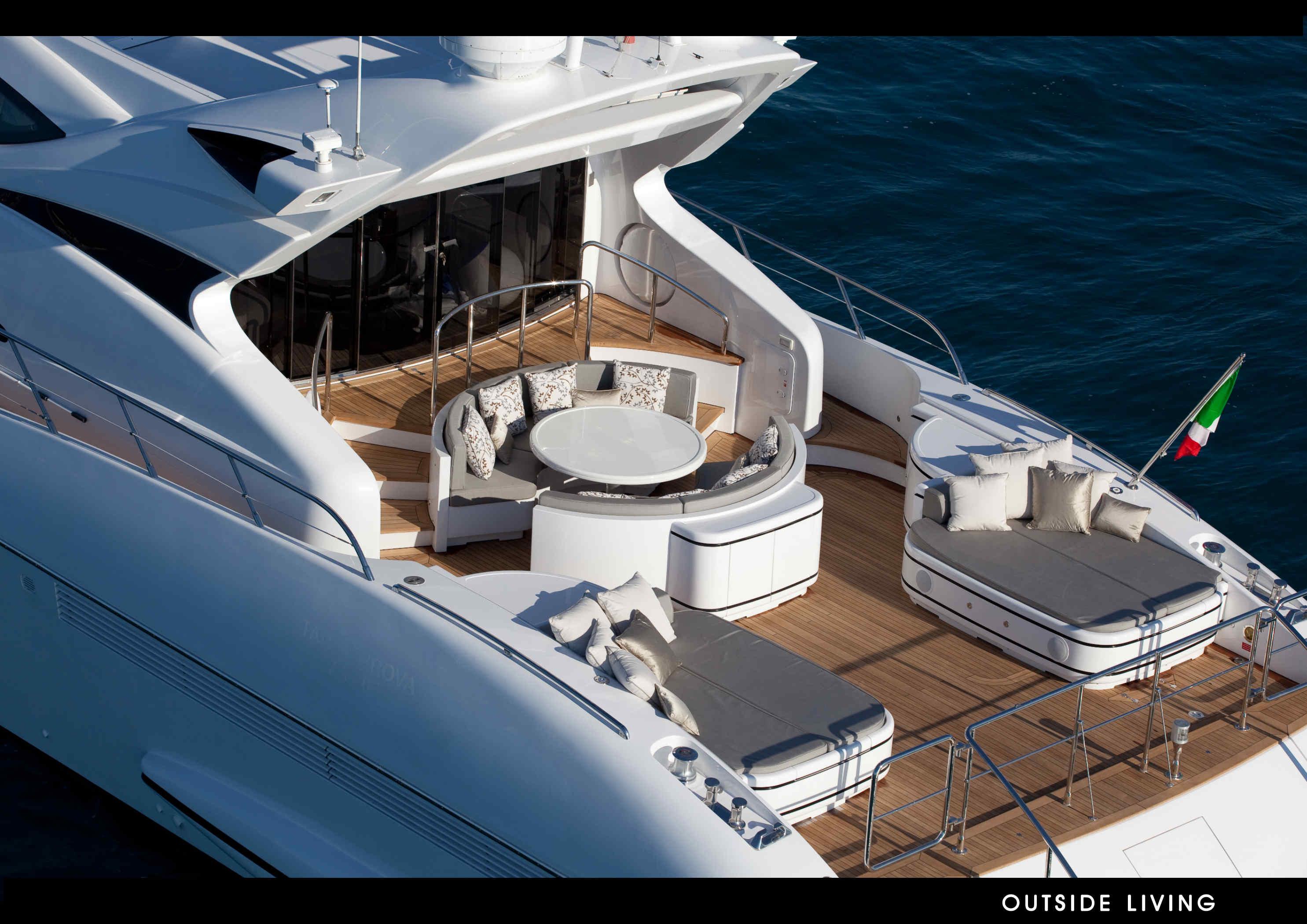 Super Yacht Mangusta 105 Exterior