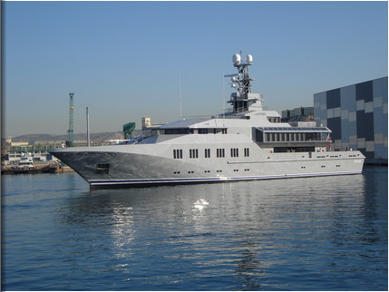 Superyacht Skat repainted at ACA Marine