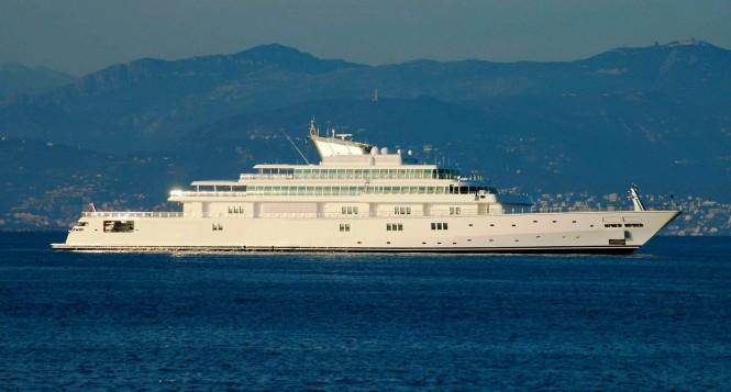 Yacht Rising Sun