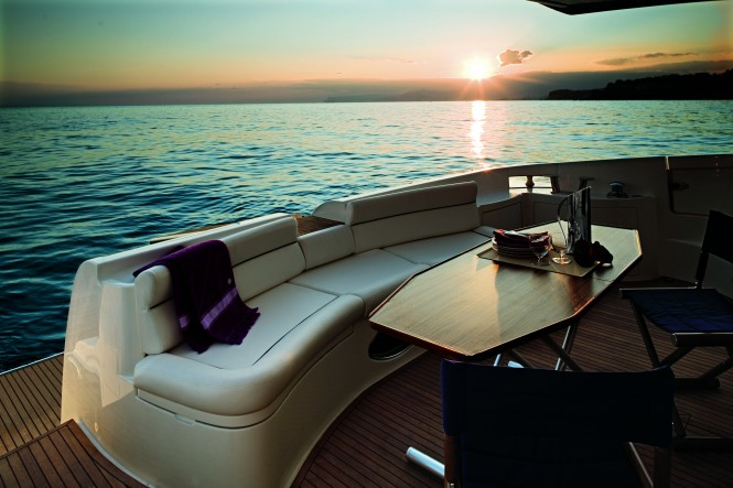 Azimut 62 E motor yacht Cockpit