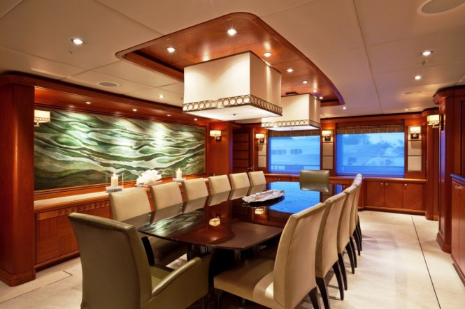 Motor yacht Mi Sueno Dinign Salon - Coutesy of Patrick Knowles Designs