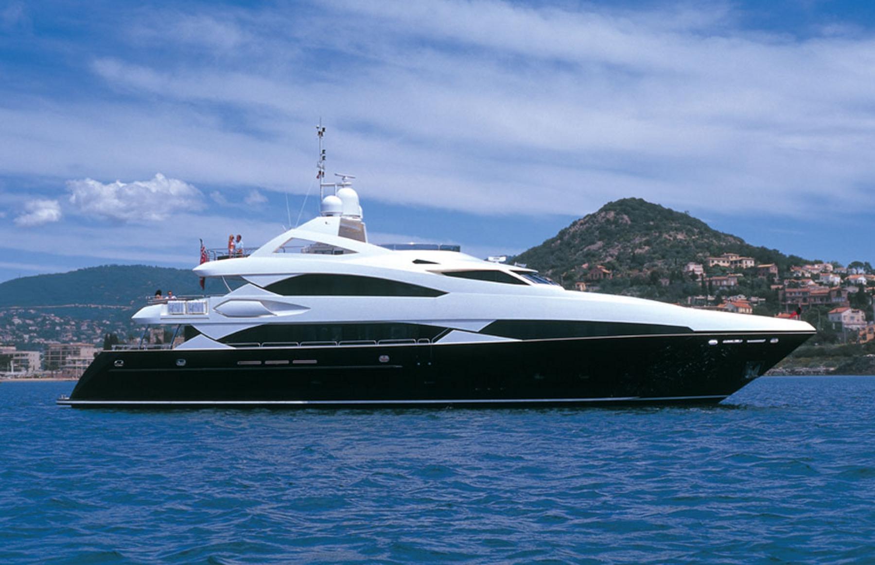 Luxury Yacht : Sunseeker Predator 130   Nautical ...