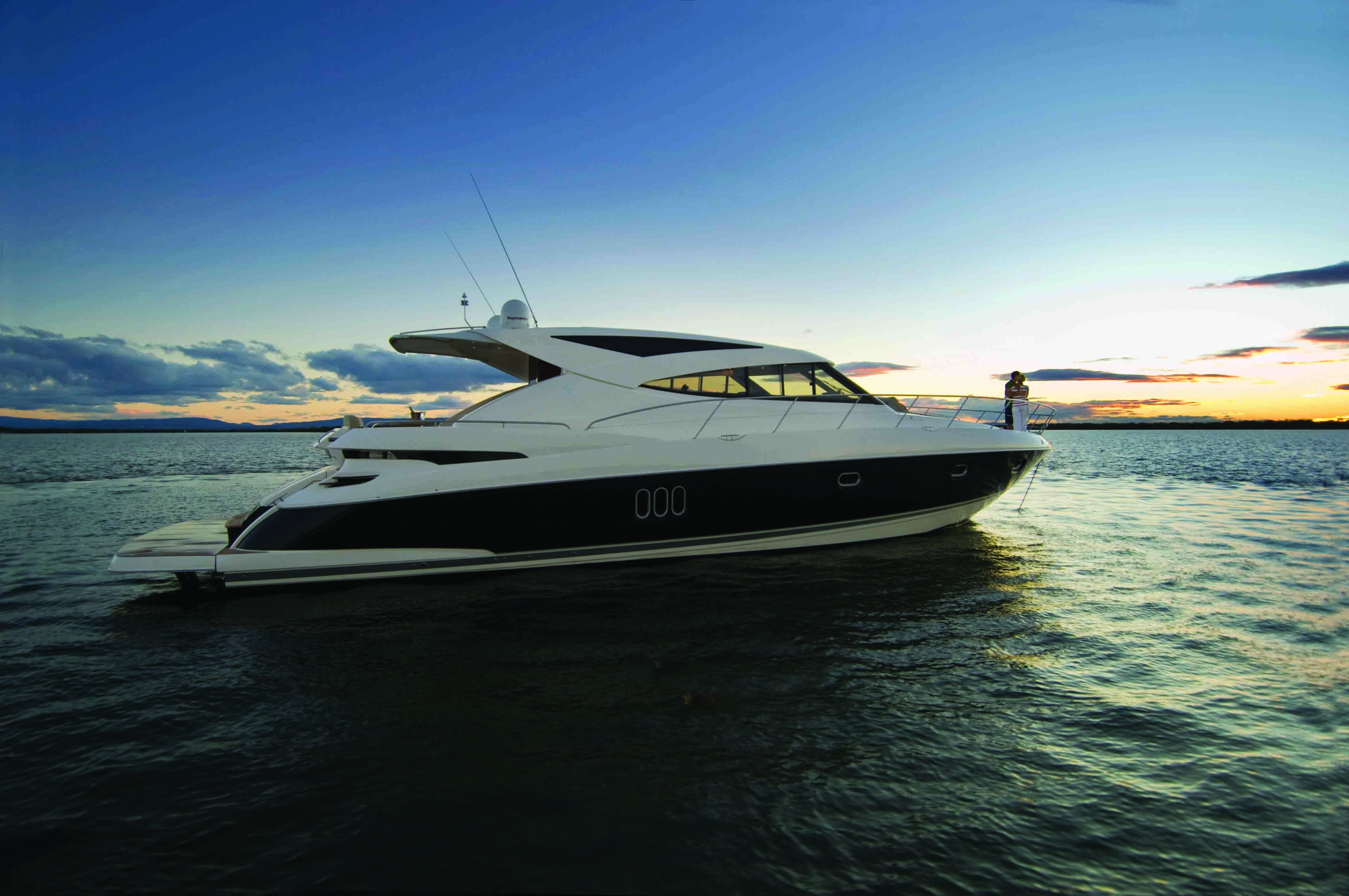 The striking European design makes the 5800 Sport Yacht with IPS a popular ...