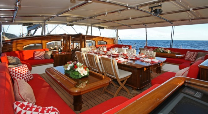 Vitters Sailing yacht Marie on deck alfresco - Credit Thierry Ameller
