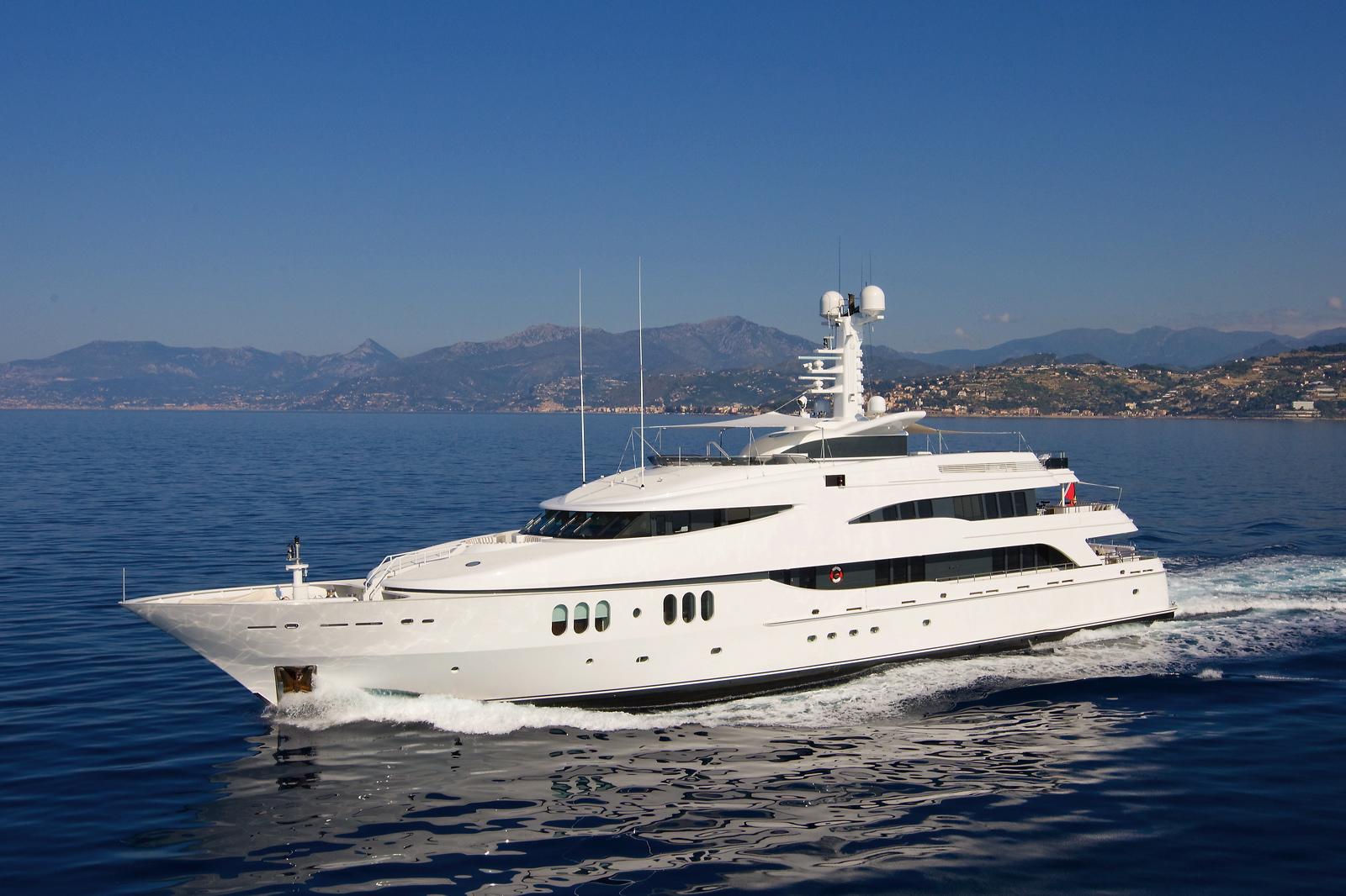 Luxury Charter Yacht Diamond A Ex Ultima Iii Credit