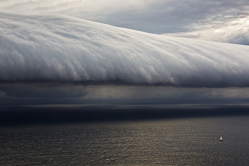 Waves-in-the-sky-on-course-to-Hobart-Photo-credit-Rolex-Carlo-Borlenghi.jpg
