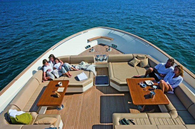 Mochi Craft Long Range 23 Motor yacht Bow Lounge