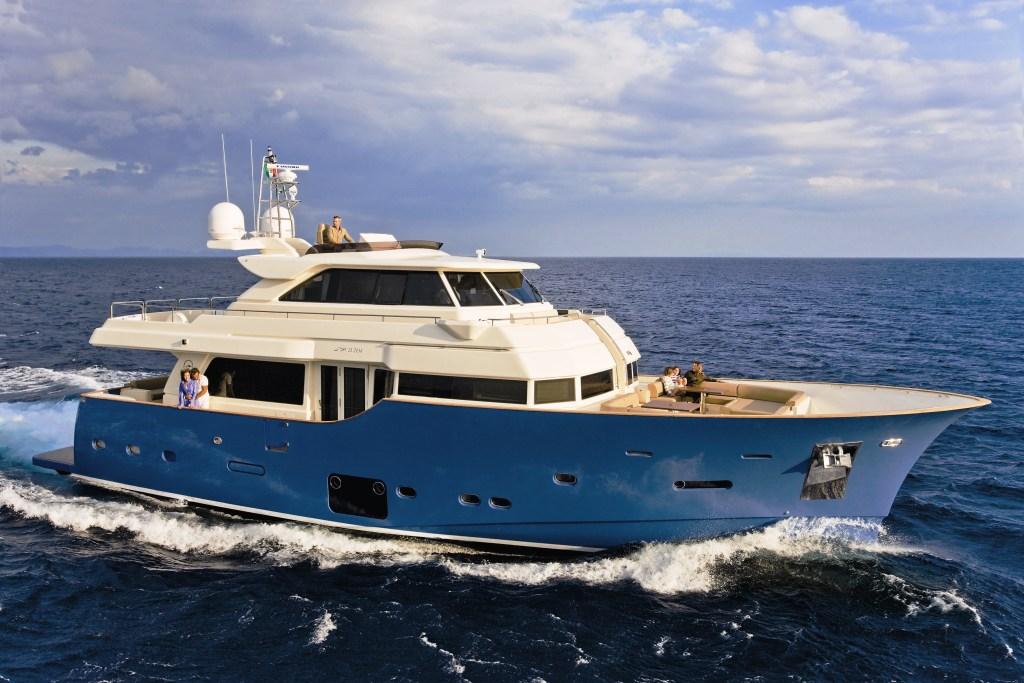 mochi craft long range 23 motor yacht yacht charter
