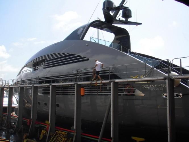 Motor yacht Ocean Emerald on Dockwise Yacht Transport DYT's SS4 - Photo ...