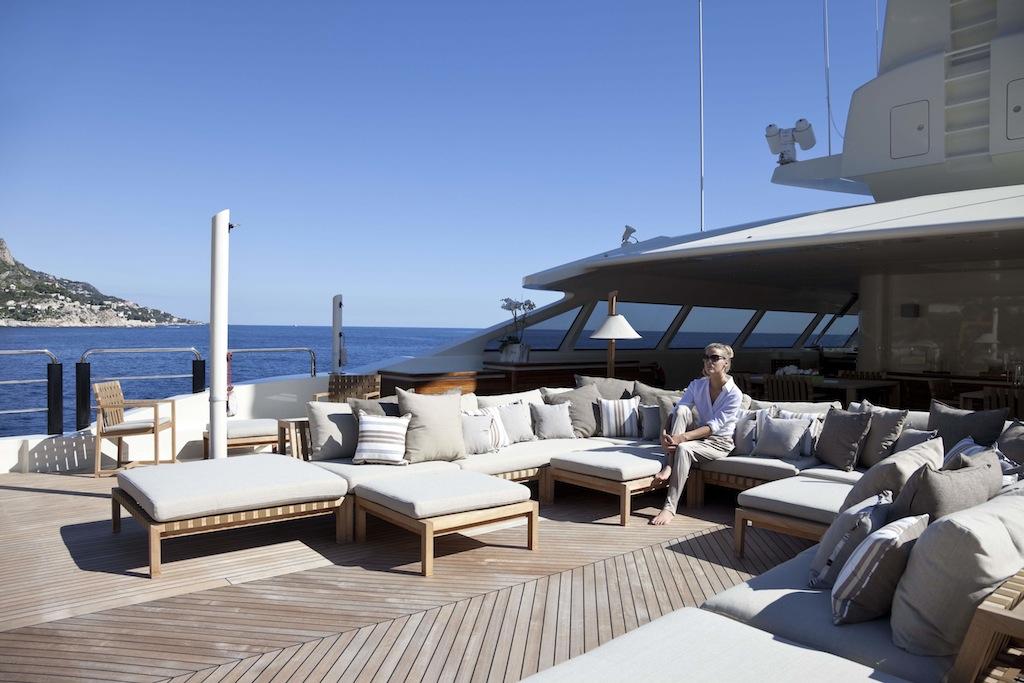 Azteca yacht sun deck detail yacht charter superyacht news - Yates de lujo interior ...