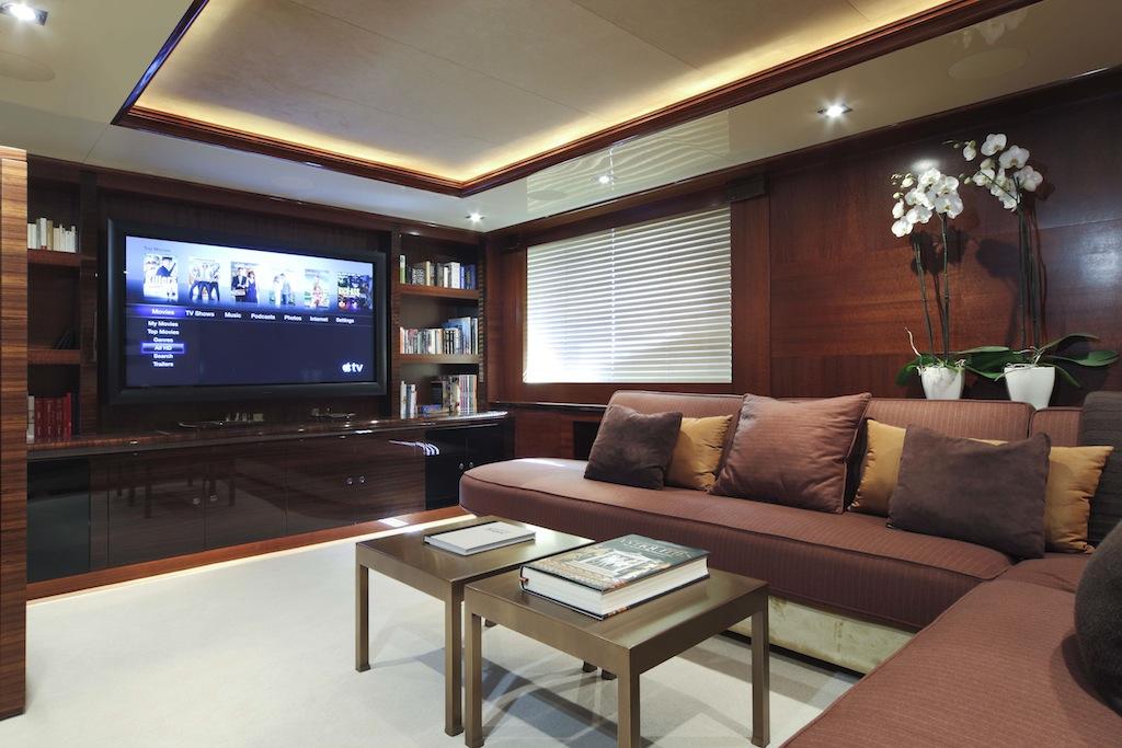 Crn mega yacht azteca cinema room yacht charter for Interior yates de lujo