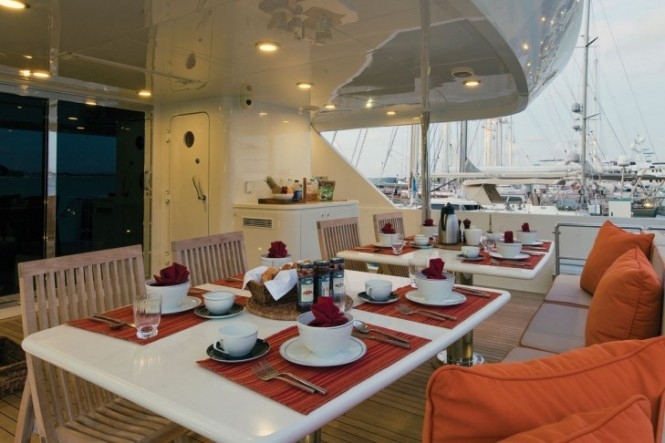 Motor Yacht CHOSEN ONE aft deck