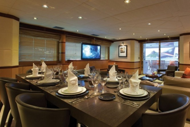 Motor Yacht CHOSEN ONE dining