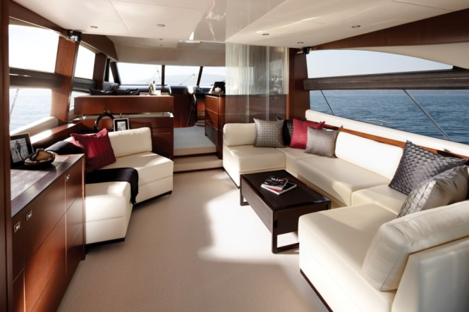 Princess 60 motor yacht Saloon