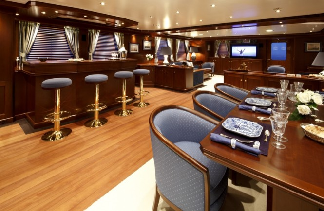 Yacht Axantha II  Main saloon - Photo Credit B. Muncke  JFA