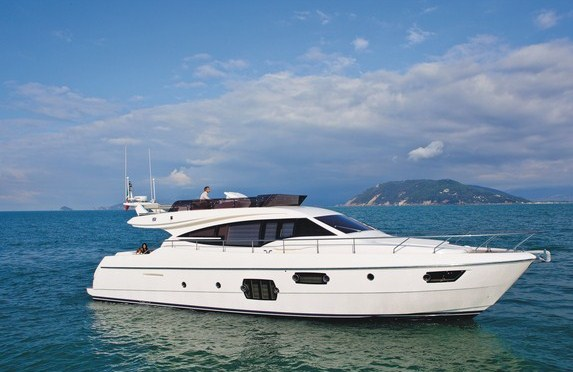 Ferretti 620 motor yacht
