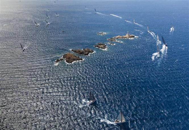 Maxi fleet rounding Monaci Island - Photo Credit  Rolex - Carlo Borlenghi