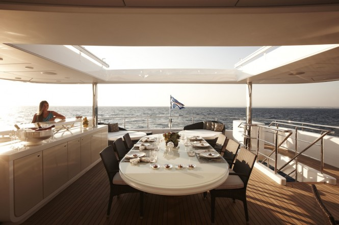 Superyacht E&amp;E Top Sun Deck and Dining