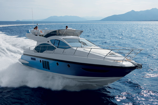 "Azimut 45 motor yacht wins the award ""Barca dell'anno 2011"""