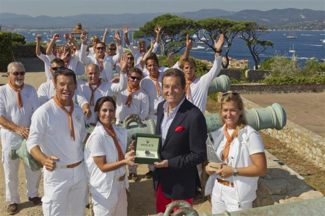 Skipper Chris Austin, Alessandra Gucci, Philippe Schaeffer, Director of Rolex France, Allegra Gucci, (front row L-R) and the team of AVEL, winner of the Rolex Trophy Photo By Rolex  Carlo Borlenghi