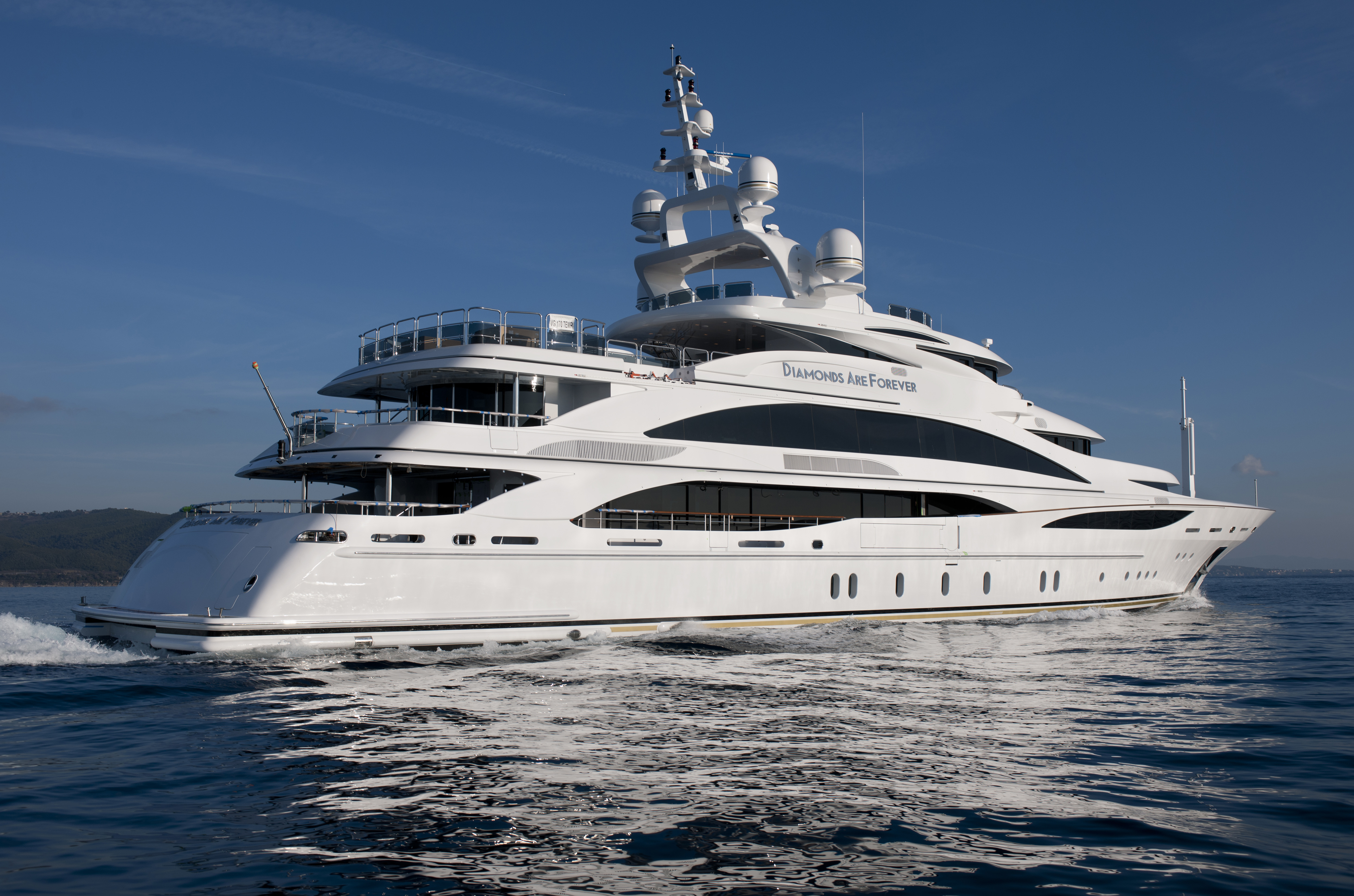 61m motor yacht diamonds are forever launched by benetti for Small motor boat cost