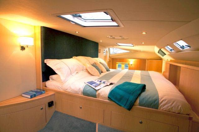 On board of the luxury yacht Discovery 50