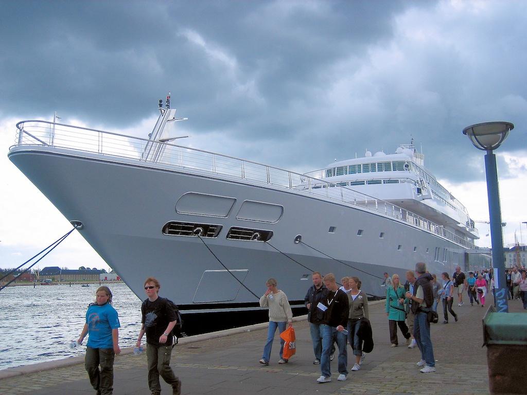 Luxury mega yacht interior - Octopus Yacht Tour Octopus Luxury Yacht Charter
