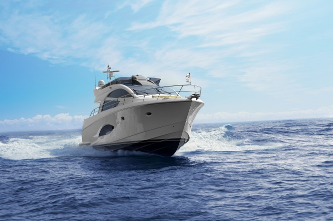 Horizon E54 Superyacht - frontview