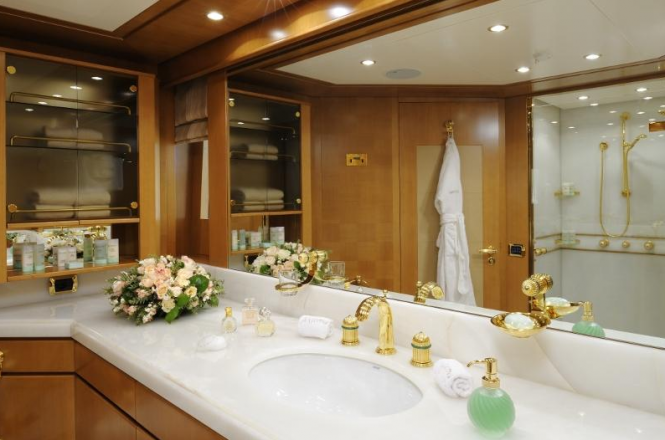 Luxury superyacht Axioma - Owner's bathroom