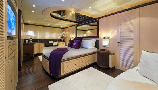 Motor yacht Bear Market Master Cabin