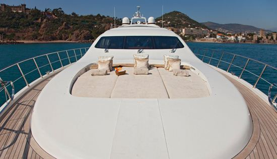 Motor yacht Bear Market foredeck