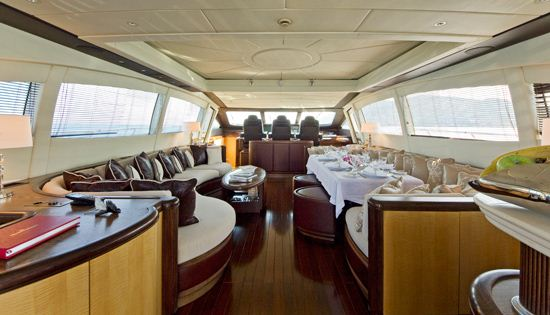Motor yacht Bear Market interior salon