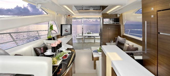 Super Yacht Horizon E54 - Main Salon