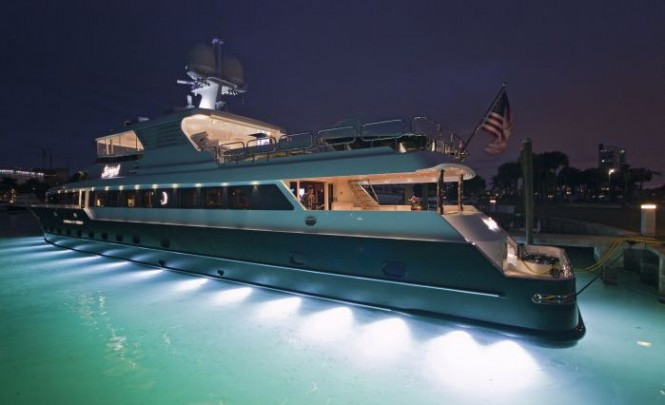 Underwater lights installed on the 132´ luxury yacht Serque - Photo M. Paris