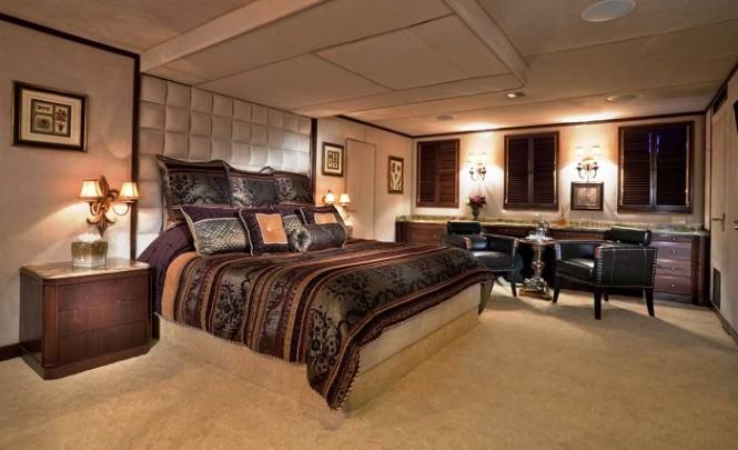 151´ luxury motor yacht Golden Compass - Master Stateroom