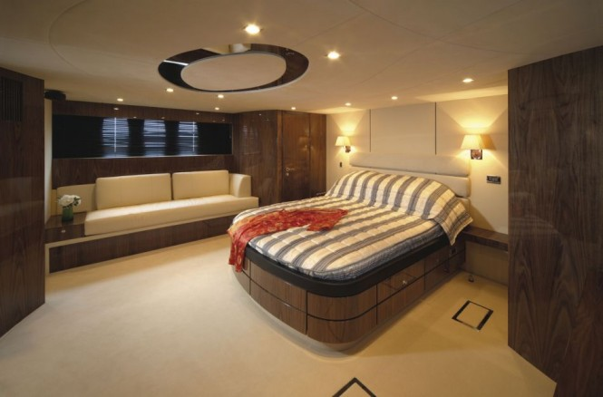 Fairline luxury yacht Squadron 78 Custom