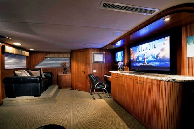 Golden Compass Superyacht - Main Salon