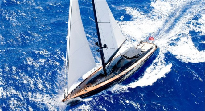 Luxury charter yacht MOONBIRD